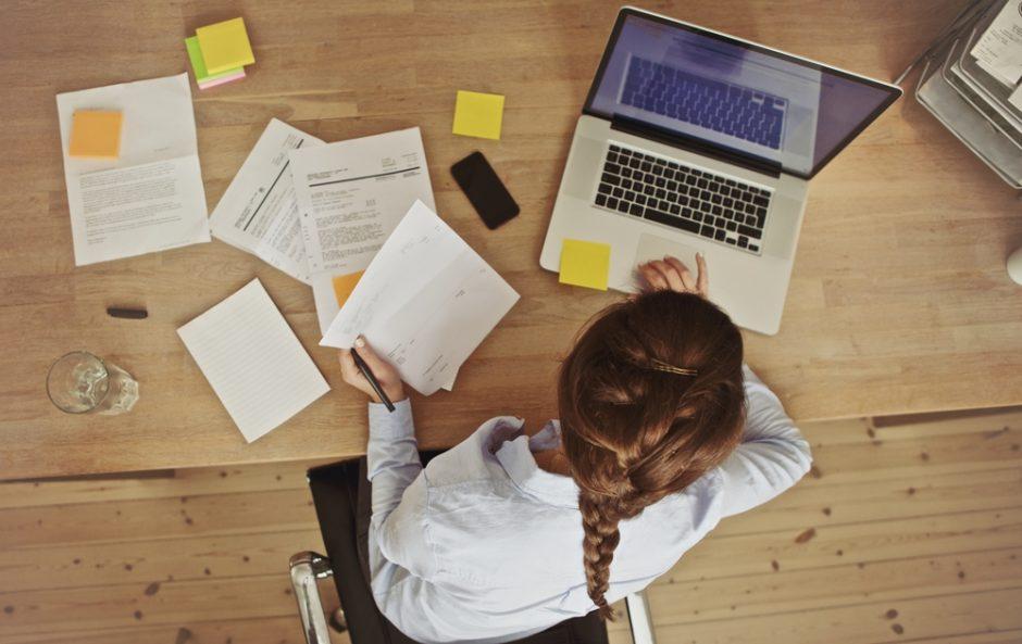 ¿Trabajas sentada? ¡Consejos para evitar consecuencias!