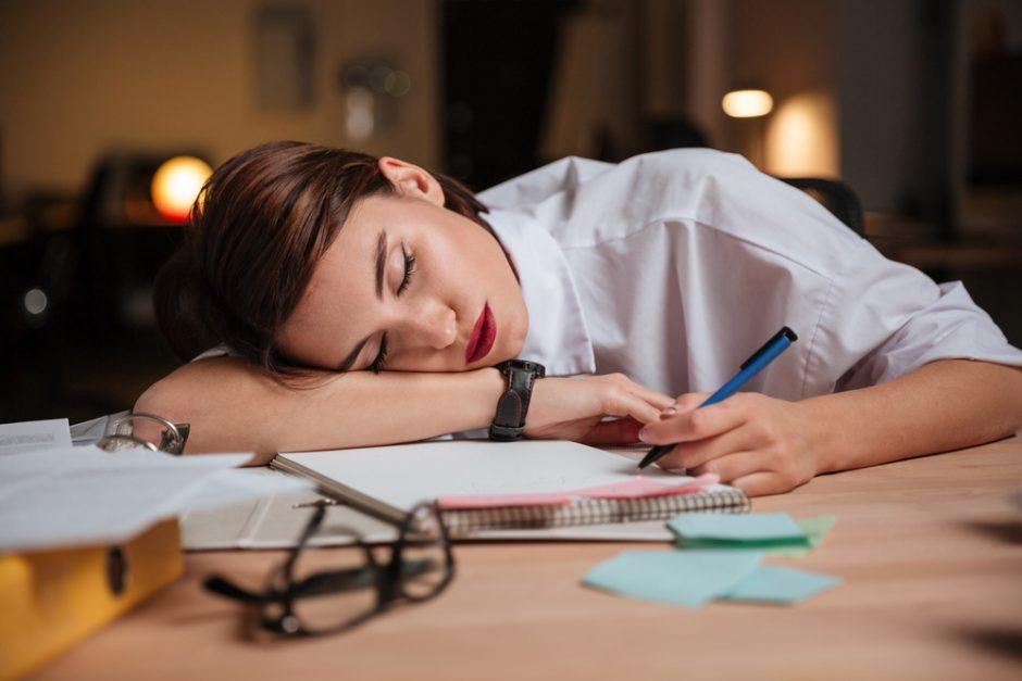 ¿Te sientes cansada siempre? ¡Así se evita!