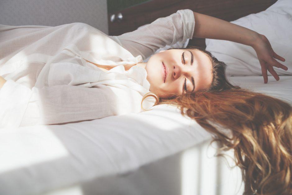 Dormir del lado izquierdo, el verdadero secreto de las modelos