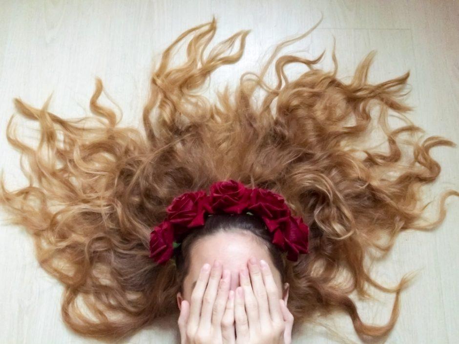 ¿Se te cae el pelo más en otoño? Te contamos el porqué
