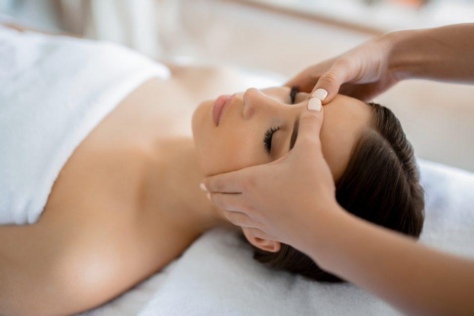 4 beneficios del masaje facial para tu piel