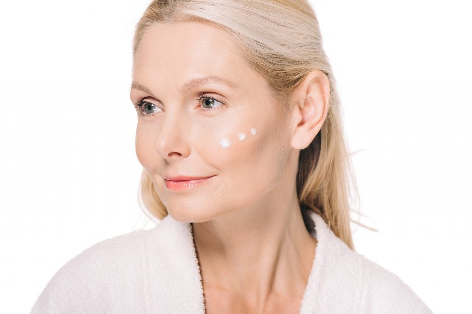 Cómo cuidar adecuadamente la piel madura