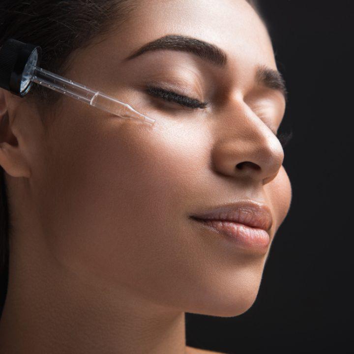 Sérum facial: cómo aplicarlo correctamente paso a paso